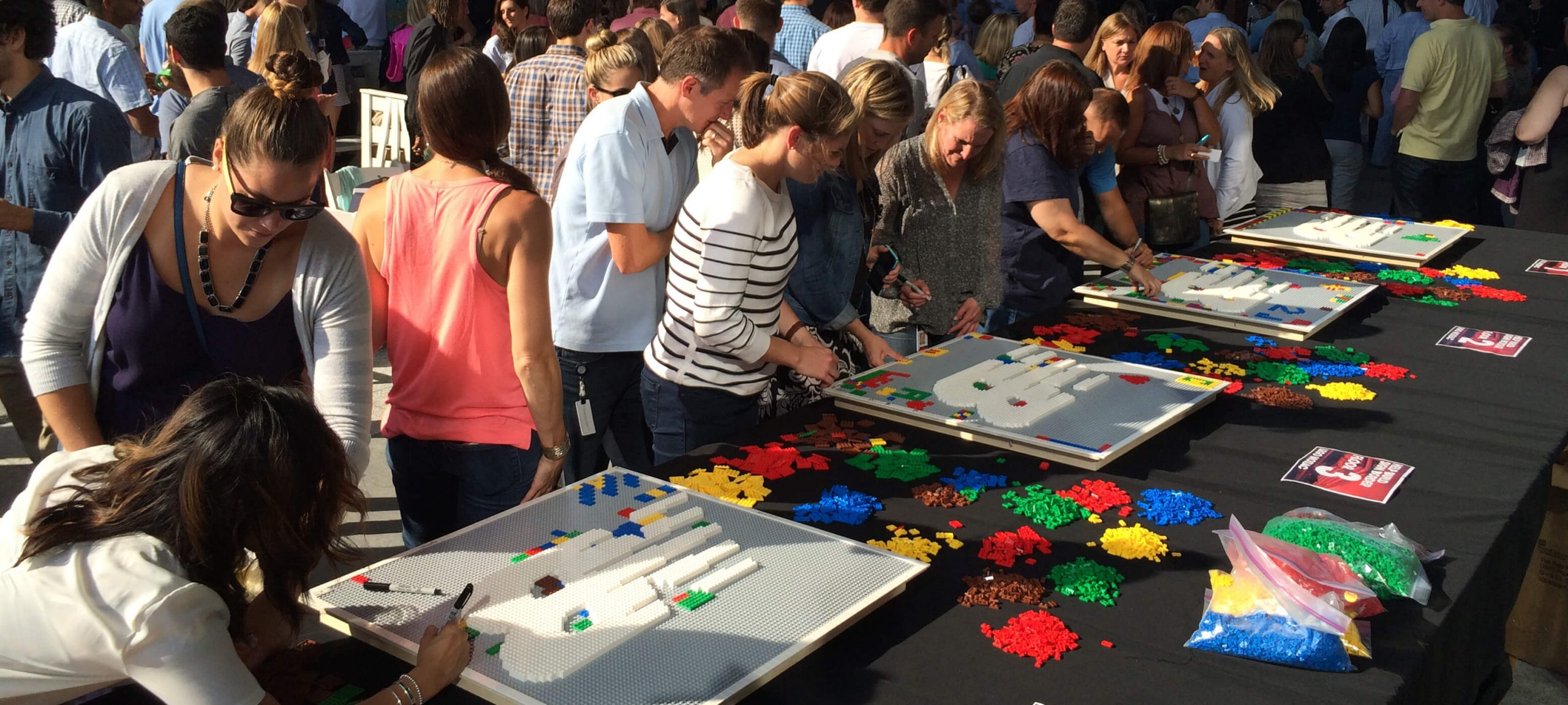 lego-event-large-crowd-mosaic-art